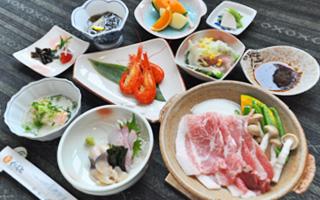 写真:ホエイ豚鍋のお手軽御膳プラン(一例)